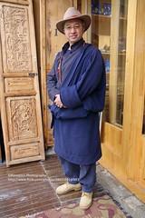 Shangri-la, Lamu (blauepics) Tags: china chinese chinesisch yunnan province provinz shangrila city stadt deqin tibetan autonomous prefecture tibetische minority minderheit qinghai plateau spring frühling zhongdian face gesicht person man mann friendly freundlich lamu dancer tänzer tibetischer local einheimischer tranditional costume traditionelle tracht