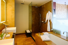 Bathroom with shower and tub (A. Wee) Tags: lima peru 秘鲁 利马 westin 威斯汀 酒店 hotel bathroom bathtub