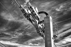 Leadership (Zoom58.9) Tags: sky clouds mechanic rolls cable bw monochrome himmel wolken mechanik rollen kabel seilbahn sw steel stahl eisen iron