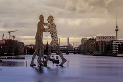 Molecule Men, Berlin (Matthias Harbers) Tags: berlin panasonic tx1 lights germany deutschland capital history dxo photoshopelements topazlabs city town urban building architecture