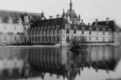 Château de rêve (l'imagerie poétique) Tags: lensbabysweet50 seeinanewway canoneos5 35mmfilm kodaktmax100 ishootfilm chantilly château reflects reflection