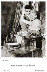 Romy Schneider and Horst Buchholz in Monpti (1957) (Truus, Bob & Jan too!) Tags: romyschneider romy schneider horstbuchholz horst buchholz monpti helmutkäutner german actress actor film kino cine cinema drama comedy romance paris 1950s european filmstar picture screen movie movies star deutsch austrian french france acteur actrice attrice attore schauspieler schauspielerin darsteller darstellerin vintage postcard postkarte carte postale cartolina tarjet postal postkaart briefkarte briefkaart ansichtskarte ansichtkaart spanjersberg ufa 1957