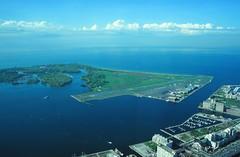 Toronto Islands (demeeschter) Tags: canada ontario toronto city town building street architecture cn tower islands lake