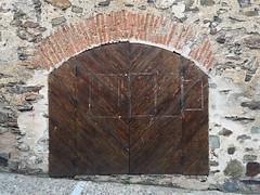 muralla calle Corredera Guadalupe Caceres 02 (Rafael Gomez - http://micamara.es) Tags: muralla calle corredera guadalupe caceres