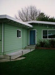 Mountain View, California (bior) Tags: pentax645nii pentax645 provia provia100f fujifilmprovia 6x45cm slidefilm mediumformat 120 mountainview house suburbs residential eichler bluedoor lawn