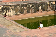 Deep Green Well (Pedestrian Photographer) Tags: fatehpur sikri india sit sitting edge man men indians deep green water