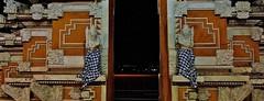 INDONESIEN,  Bali , Ankunft,  entrance to an other world.  17836/11030 (roba66) Tags: bali urlaub reisen travel explore voyages rundreise visit tourism roba66 asien asia indonesien indonesia insel island île insulaire isla bauwerk architektur architecture arquitetura building bau façade platz places historie history historic historical geschichte skulptur sculpture relief göttergeisterdämonen fassade urban