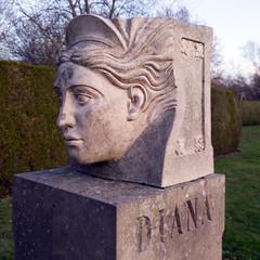 Rufford 03 Diana sculpture (bob watt) Tags: samsung mobile s9 ruffordabbey rufford nottinghamshire england uk december 2018 sculpture