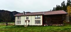Birkeland Bygland 191018 (3)-2 (Geir Daasvatn) Tags: oncewashome oldbuilding setesdal oldfarm birkeland kulturminne