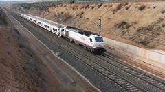 TALGO ALMERÍA-MADRID (FerrocarrildelBergantes) Tags: linares baeza almería madrid renfe talgo adif 334