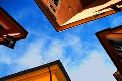 I quattro cantoni (meghimeg) Tags: 2019 lavagna cielo sky angoli angle case house edifici building lampione lamp