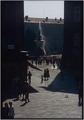 Alter Markt im Gegenlicht_OM2_1981 (ksadjina) Tags: 1981 24x36 austria fujifilm nikonsupercoolscan9000ed om2 salzburg silverfast archive color film scan slides
