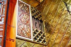 Palau Güell - Gaudí (Fnikos) Tags: palau palaugüell gaudí antonigaudí building construction architecture paint painting frame gold golden design diseño decoration light color colors window wall indoor