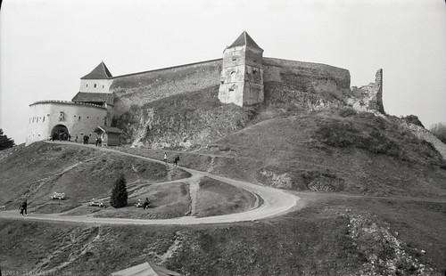 RO18 V2-3 Cetatea Râşnov. Râşnov, Braşov. (Voigtländer Bessa I, Ilford FP4+)