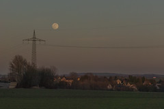 Der Mond ist aufgegangen, die goldnen Sternlein prangen am Himmel hell und klar; (wolf238) Tags: mond luna moon frühling tagundnachtgleiche abend abendstimmung