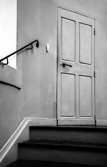 simply a door at the end of the stairs (jemazzia) Tags: intérieur inside innen dentro binnen monochrome noiretblanc blackandwhite biancoenero enblancoynegro pretoebranco zwartenwit schwarzundweib escalier escada escaleras stairs trap scala treppe tür porta deur puerta porte