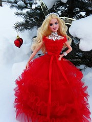 Barbie Holiday 2018 (foreverlovelydolls1) Tags: barbie dollstagram barbiestagram barbiestyle barbiedoll barbiedolls mattel dollcollectors dollcollector doll dolls barbiesignature barbiesignaturedoll holidaybarbie2018 holidaybarbie barbieholiday2018