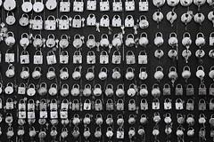 IMG_3640 (arin.hakopian) Tags: locks schlösser black white bw sw schwarz weis monochrom mono einfarbig indien rajasthan basar market india asia local shop canon 70d
