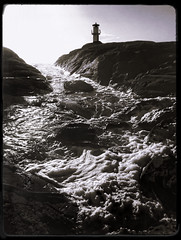 Skallens Fyr (Mikael Moiner) Tags: lighthouse faro skum foam fyr bw blackandwhite blancoynegro vatten water waterscape marstrand sverige sweden skallens