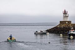 Sortie en mer (Lucille-bs) Tags: europe france bretagne morbihan belleîleenmer sauzon port phare bateau sortie mer jetée minimalisme