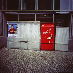 "Power Box ""Giga Speed für alle"" 2.2.2019 Berlin (rieblinga) Tags: berlin city west stromkasten giga speed internet werbung vodafone analog rollei 6008 fuji rdp ii e6 diafilm"