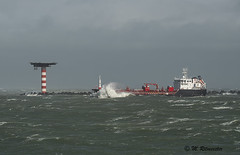 Volle kracht vooruit (m.ritmeester) Tags: blauw boot zuidholland rood wit water zuid holland maasvlakte nederland