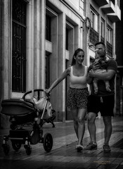 Disfrutando de niña (Fotgrafo-robby25) Tags: byn gente sonyilce7rm3 streetphotography