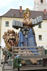 Kloster Aldersbach: Bayerische Landesausstellung 2016 - Bierkönigin Bavaria (Helgoland01) Tags: aldersbach bayern bier kloster brauerei beer statue löwe lion niederbayern
