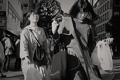 Shopping (Bill Morgan) Tags: fujifilm fuji xpro2 35mm f2 bw jpeg acros alienskin exposurex4