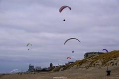 DSC02727 (ZANDVOORTfoto.nl) Tags: zandvoort edwin keur fotografie aan zee strand nederland netherlands kust coast shore beach beachlife parachute paraglide paragliders