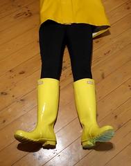 Gloss Yellow Hunter (essex_mud_explorer) Tags: glossyellow yellow hunter rubber wellies wellingtons welly wellington wellingtonboots rubberboots rubberlaarzen gummistiefel gumboots rainboots