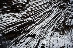 rhn01418F (m-klueber.de) Tags: rhn01418f rhn01418 20040104 südhön winter detail basalt fels vulkanismus erstarrung vulkanit gestein felswand säulenbasalt basaltsäulen schnee steinbruch geotop lindenstumpf rhön deutschland 2004 mkbildkatalog