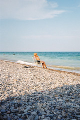 (Bárbara Lanzat) Tags: 35mm film analog leicaminilux leica kodak200 colorplus200 beach summer diary summerdiaries valencia filmisnotdead ishootfilm portrait bárbaralanzat