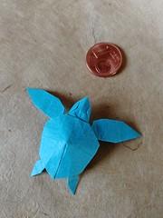 Green Turtle (J. Chan) (Helyades) Tags: origami pli pliage fold carré square papier paper turtle tortue animal miniature soie tissue