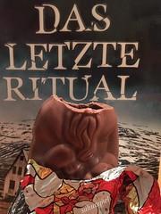 Last Santa - Mörderischer Abend zu Hause (Sockenhummel) Tags: krimi ritual weihnachtsmann schokolade schokoladenfigur kopflos