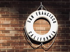 #Pier33 #SanFrancisco #TheEmbarcadero (Σταύρος) Tags: sfist california lifesaver embarcadero souvenirshop brickwall whitevest lifevest pier33 sanfrancisco theembarcadero sf city thecity санфранциско sãofrancisco saofrancisco サンフランシスコ 샌프란시스코 聖弗朗西斯科 سانفرانسيسكو kalifornien californië kalifornia καλιφόρνια カリフォルニア州 캘리포니아 주 cali californie northerncalifornia カリフォルニア 加州 калифорния แคลิฟอร์เนีย norcal كاليفورنيا