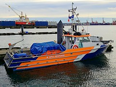 "WCMRC ""Harbour Sentinel"" Spill Response Vessel (walneylad) Tags: westerncanadamarineresponsecorporation wcmrc harboursentinel spillresponse boat vessel harbour burrardinlet lonsdalequay northvancouver britishcolumbia canada waterfront sea ocean pacificocean water tide waves pier moorage dock orange blue white emergencyresponse harbourpatrol december winter cloudy view marine shoreline portofvancouver"