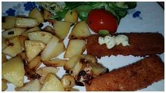 Mag ich - dazu : Grüner Blattsalat mit Kirschtomaten (eagle1effi) Tags: la rémoulade est une sauce issue de cuisine française bratkartoffel und fischstaebchen fischstäbchen food essen abendessen lecker s7 grüner blattsalat mit kirschtomaten