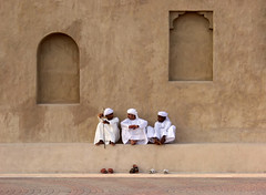 Dubai (HWHawerkamp) Tags: shoes street dubai people trio talk talking man men wall uae unitedarabemirates facade heritagemuseum museum male
