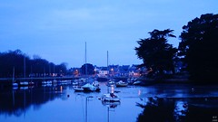 Blue morning along the river (RV 1989) Tags: morning matin sky ciel cloud nuages extérieur outside outdoor bretagne brittany finistère boats bateaux reflet blue rv1989 tree arbres light