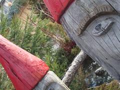 Gnomi (ba.sa74) Tags: villaggio aosta vda lovevda valledaosta gnomi legno rosso natale artigianato colore bosco fantasia storie