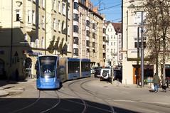 T1-Wagen 2808 auf der Ersatztramlinie 31 an der Wörthstraße (Frederik Buchleitner) Tags: 2808 avenio baustellenlinie ersatztram linie31 munich münchen siemens strasenbahn streetcar twagen t1 tram trambahn