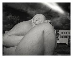 Escultura de Jorge Jiménez Deredia (con veladura) (Eugenio García.) Tags: zeiss ikon superikonta 530a tessar 7cm ilford fp4 ddx epsonv700 betterscanning filtronaranja
