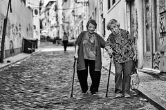 Lissabon Gente de Lisboa 162-2 bw (rainerneumann831) Tags: bw blackwhite street streetscene ©rainerneumann urban monochrome candid city streetphotography blackandwhite frauen lisboa gentedelisboa