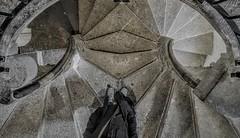 Scheideweg (Prismator) Tags: treppe stairs wendeltreppe graz österreich austria bauwerk architektur doppel double smartphone hyundai