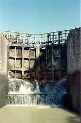 In the Floodgate, Canal du Midi (Andrea Di Persio) Tags: tetenal colortec c41 film csonnart1550
