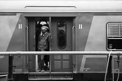 IMG_1617 (arin.hakopian) Tags: agra blackwhite schwarzweis india indien einfarbig einheimische bahnhof trainstation train waiting local monochrome monochrom mono rajasthan zug
