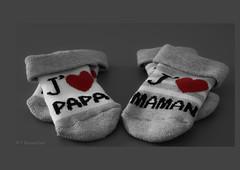 Instant of love (franckbonnenfant) Tags: enceinte pregnant surprise dad mom cadeaux parents enfant chaussettes cœur naissance papa maman amour bébé love baby
