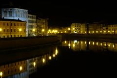Nuit sur le Fleuve Arno (afaribault) Tags: nuit fleuve arno italie lumières batiments