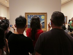 Starry Night at MoMA (Stabbur's Master) Tags: newyork newyorkcity nyc moma museumofmodernart starrynight crowd vangogh manhattan museum museumexhibit museumpainting museumcrowd momacrowd crowds